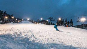 Descente des pistes de nuit de ski de Font Romeu Pyrénées 2000