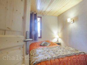 chambre lit 140 chalet Pyrénées 2000
