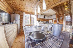 salle à manger chalet cosy bois