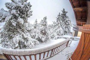 terrasse du chalet Nest sous la neige à Font Romeu Pyrénées 2000